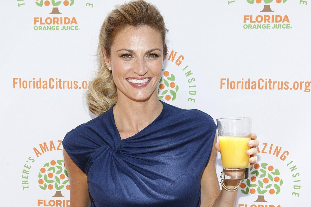 Erin-Andrews-cup-of-Oj-step-and-repeat-1000x666